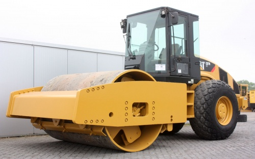 каток Caterpillar CS76