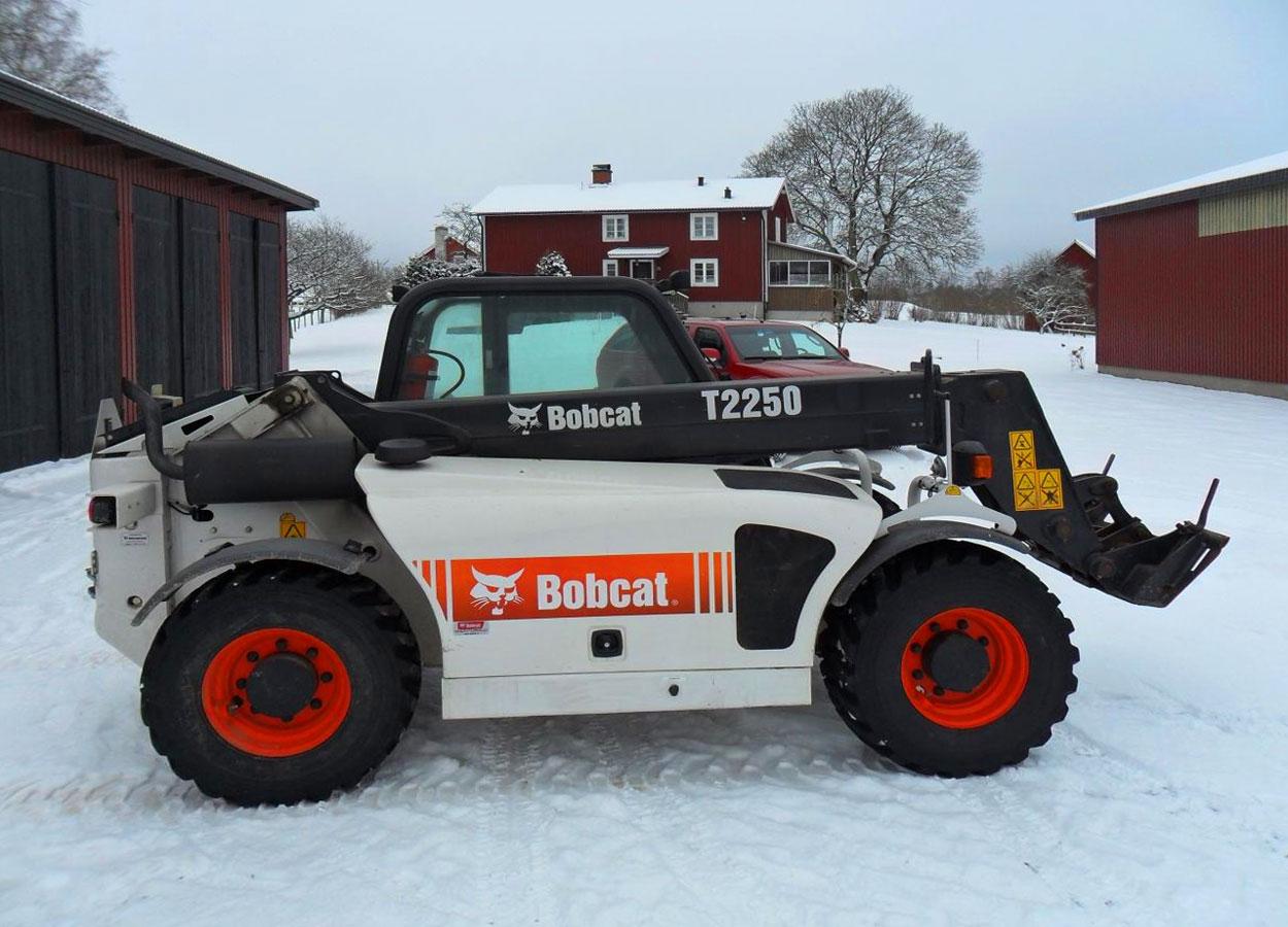 погрузчик телескопический Bobcat t2250