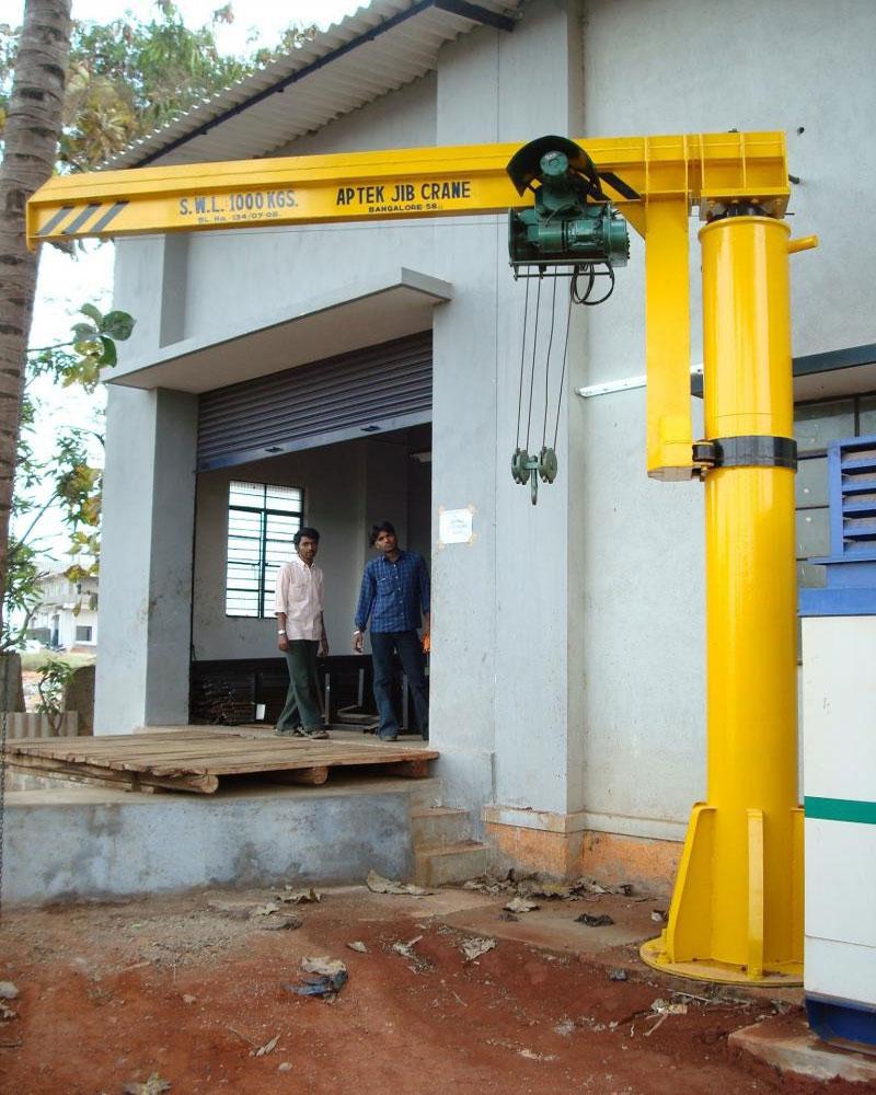 уличный поворотный консольный кран на колонне грузоподъёмностью 1 тонна