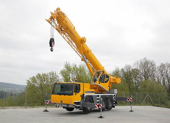 кран Либхер 60 тонн в рабочем положение