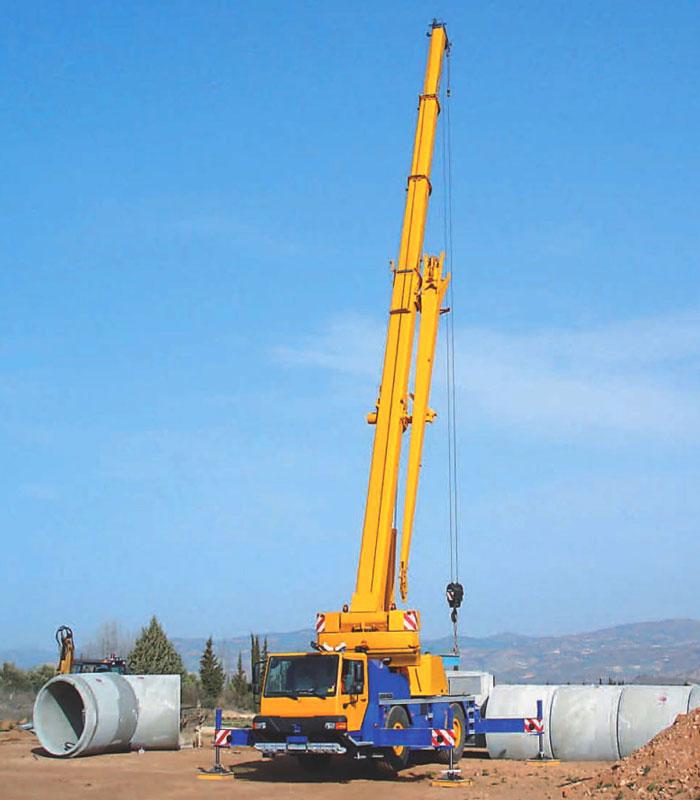 автокран Liebherr 40 тонн с выдвинутой стрелой
