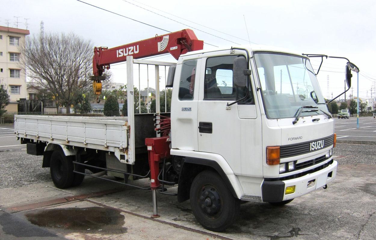 грузовик бортовой с манипулятором Isuzu Forward