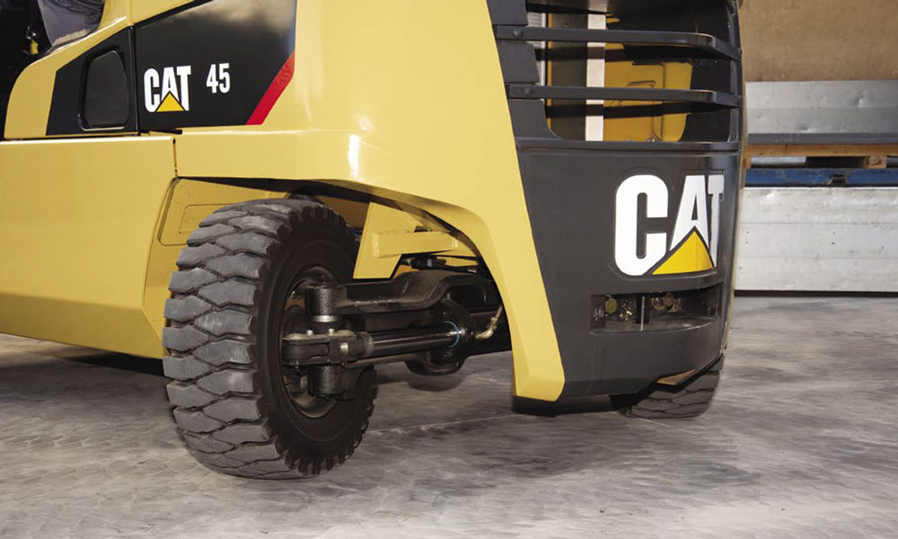 угол поворота колеса у Caterpillar