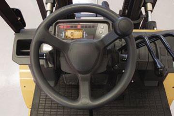 руль и приборная панель погрузчика Катерпиллар