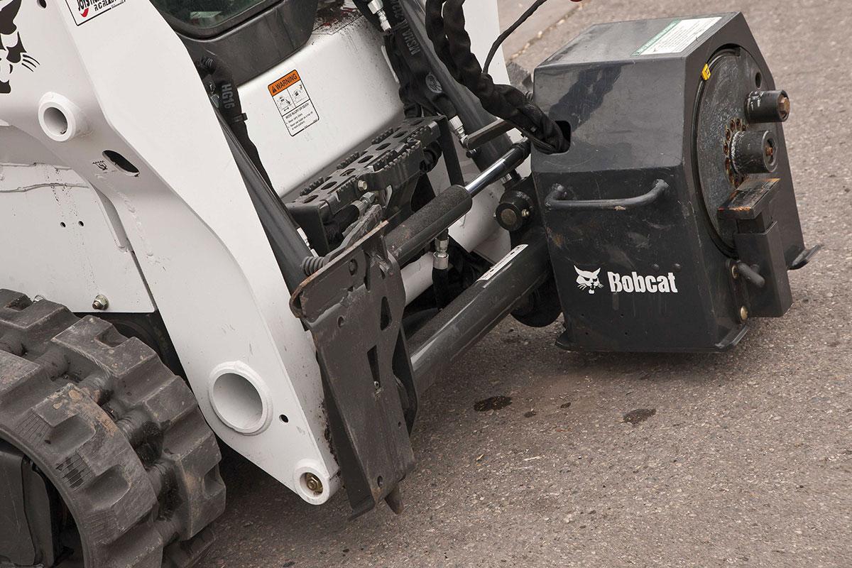гусеничный мини погрузчик Bobcat с дорожной фрезой