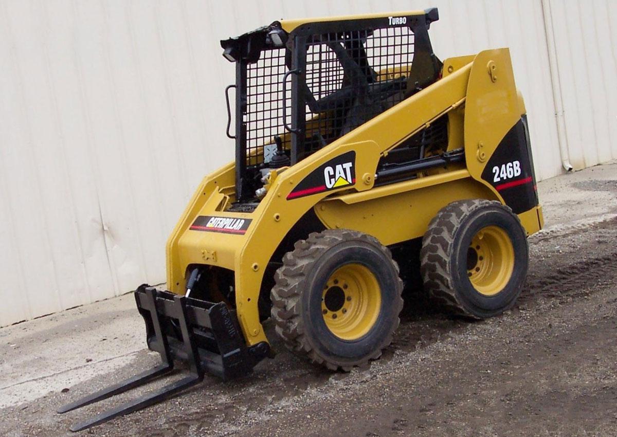 колесный мини погрузчик Cat модель 246В