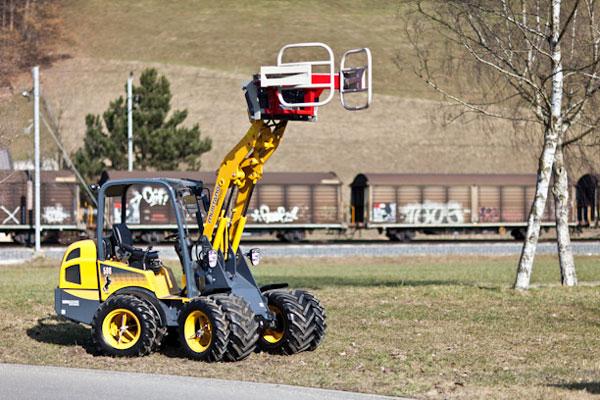 Mustang AL 506 с насадкой для посадки деревьев