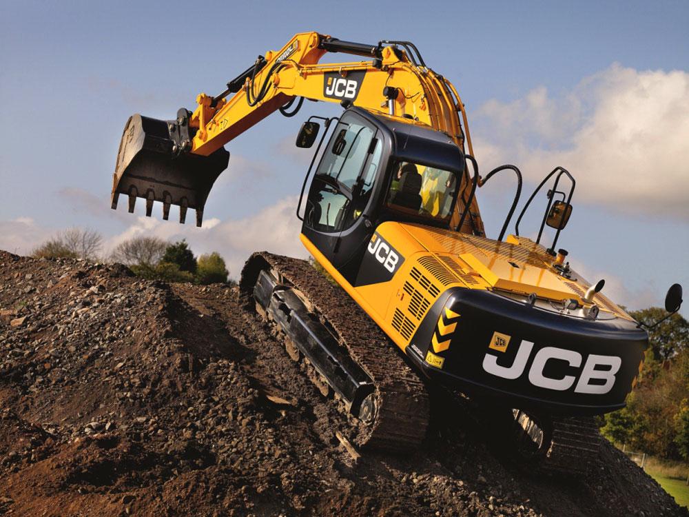 JCB 220 JS способен преодолевать большие углы наклона