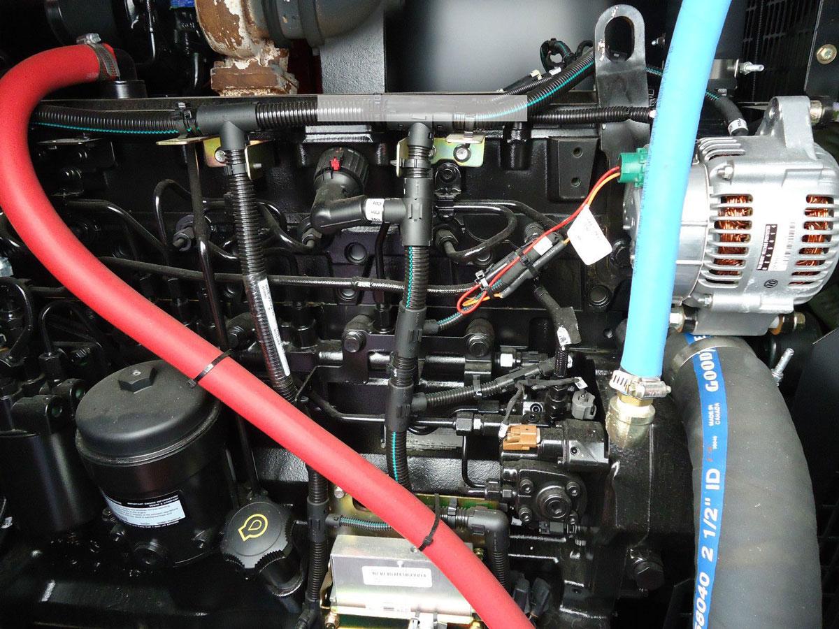 внутреннее устройство моторного отсека генератора