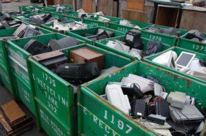 Процесс утилизации электронных отходов