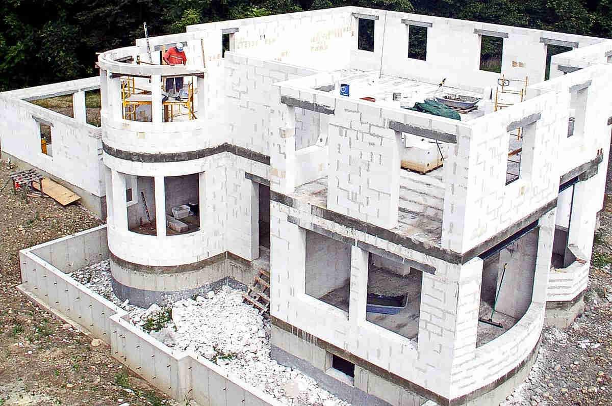 процесс строительства жилого дома